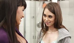 Riley Reid slurps on the minge of Mercedes Carrera