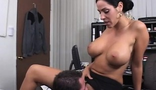 brunette slikking milf store pupper rumpeslikking