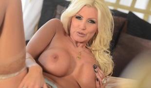 blonde store pupper pornostjerne strømper onani leketøy moden