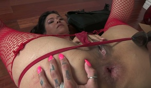 Lecherous lesbian mommy Dana Vespoli acquires her slit fingered and licked