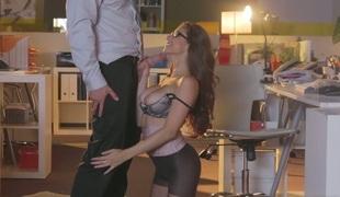 babe vakker kyssing store pupper blowjob handjob strømpebukse