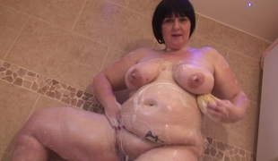 Aged BBW plays with chocolate then takes a bubble bath