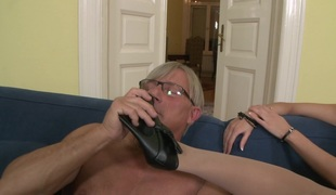 Pornstar likes to kiss feet and have his paramour jack him off with her feet
