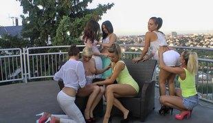 lesbisk utendørs leketøy vibrator orgie