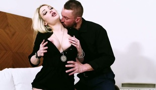 Lusty blonde enchantress Tamara Grace banged hard in sofa