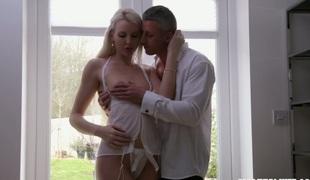 tenåring babe vakker kyssing blowjob sædsprut truser kjæresten små pupper handjob