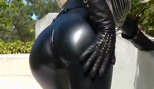 Hawt blonde lady black leather catsuit