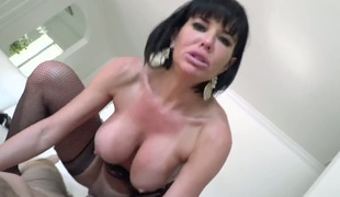 Manuel Ferrara gets fun from fucking ultra hot Veronica Avluvs face hole