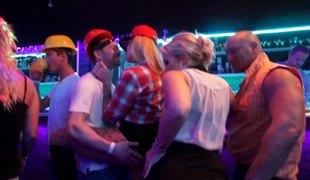 virkelighet hardcore pornostjerne fest klubb gruppesex