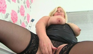 British milf Sammy Sanders plays with her large tits