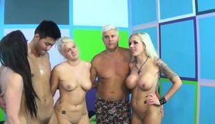 brunette blonde hardcore pornostjerne blowjob fingring leketøy små pupper gruppesex
