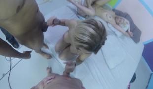 blonde blowjob leketøy handjob gruppesex