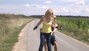 virkelighet naturlige pupper blonde hardcore slikking utendørs ass fitte par misjonær
