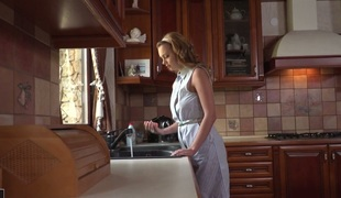 Elegant housewife Emily Thorne double permeated in hardcore MMF vid