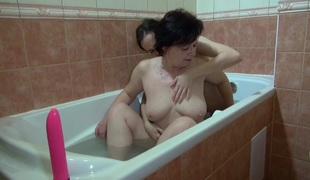 OldNanny Granny and sexy beauty masturbate in the bath