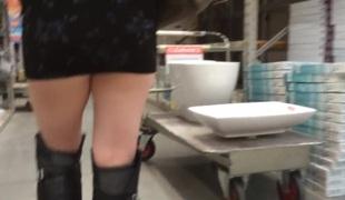 amatør skjørt ass leketøy fitte offentlig voyeur bøye seg