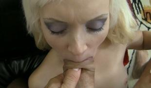 synspunkt tenåring sjarmerende vakker hardcore pornostjerne blowjob stor kuk doggystyle