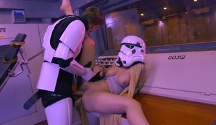 Stormtrooper bangs Princess Leia in a hot Star Wars parody