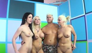 brunette blonde store pupper pornostjerne fingring leketøy gruppesex