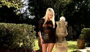 naturlige pupper blonde utendørs pornostjerne onani leketøy fitte solo høye hæler nærhet