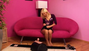 naturlige pupper babe blonde lingerie strømper onani ass leketøy fitte solo