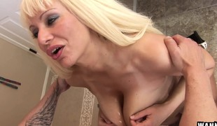 Stacked older lady Isabella Rossa loves to take it deep doggystyle