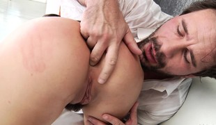 brunette pornostjerne blowjob facial ass hårete